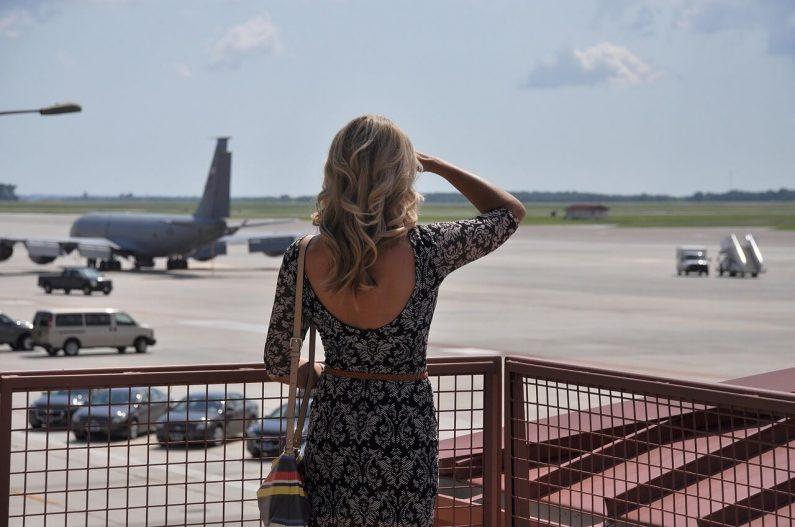 Devojka aerodrom